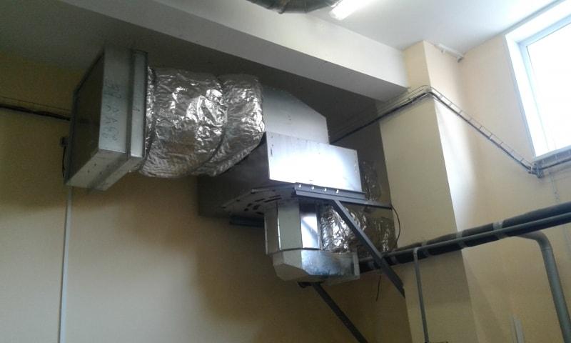 Пристенный вентилятор дымоудаления (внутри здания)